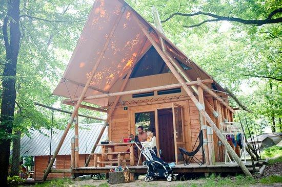 Avec le rachat d'un camping naturiste dans le parc régional du Pilat : Huttopia se rapproche des Lyonnais