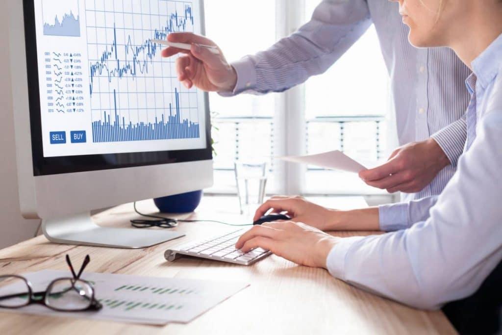 Force de vente supplétive : les avantages et les inconvénients