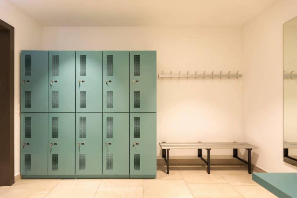 Entreprise : pourquoi équiper vos locaux avec des vestiaires métalliques ?
