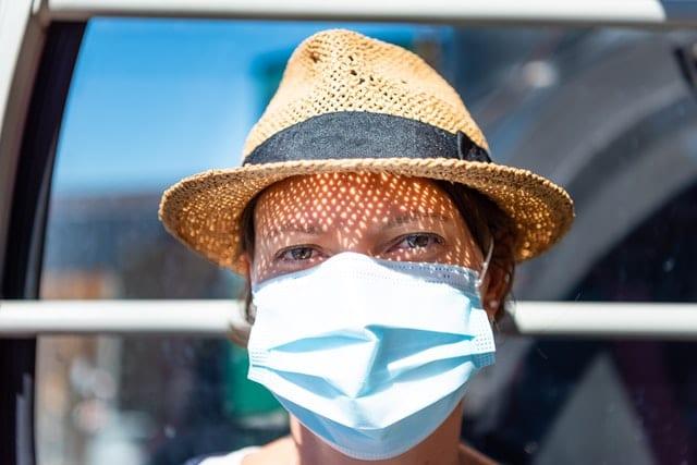 Comment bien mettre un masque chirurgical ?