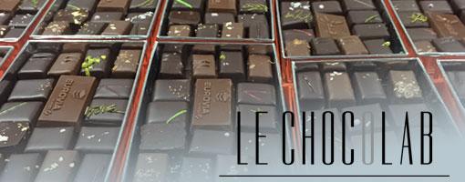 Lit de boites de chocolat