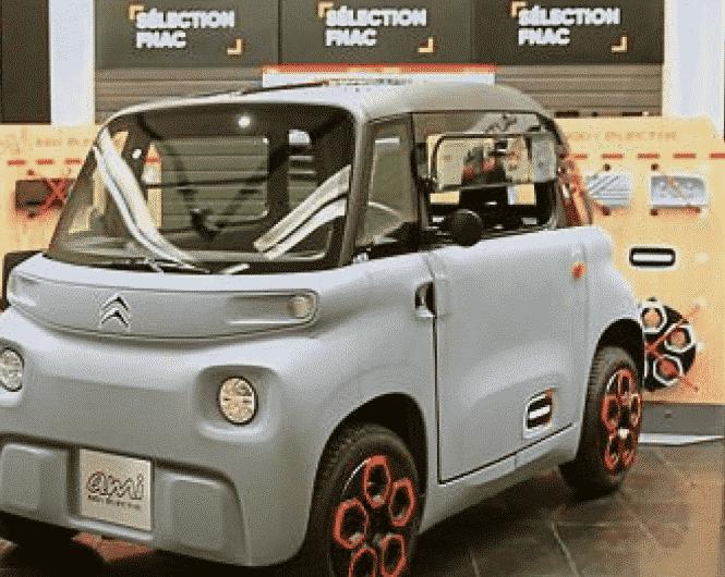 La Fnac Bellecour  à Lyon, vend pour la 1ère fois une voiture, l'Ami Citroën, livrée à domicile