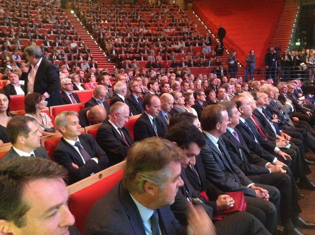 Deux mille chefs d'entreprise décernent un carton jaune à François Hollande…en présence de Gérard Collomb