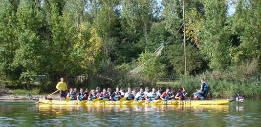 Activité de Dragon Boat pour des courses en équipes