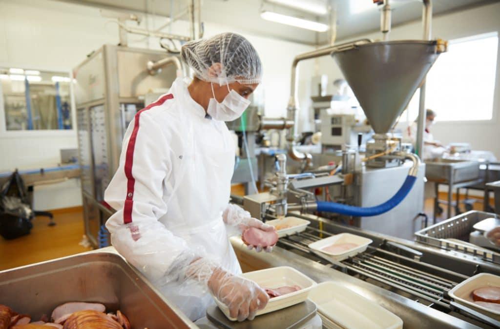 En partenariat avec le groupe du chef Alain Ducasse, Elior décrète la mort des «cuisines centrales » au profit des «pépinières du goût»…