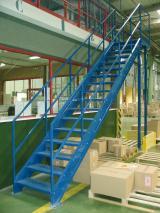 Escaliers garde-corps pour la sécurité industrielle !