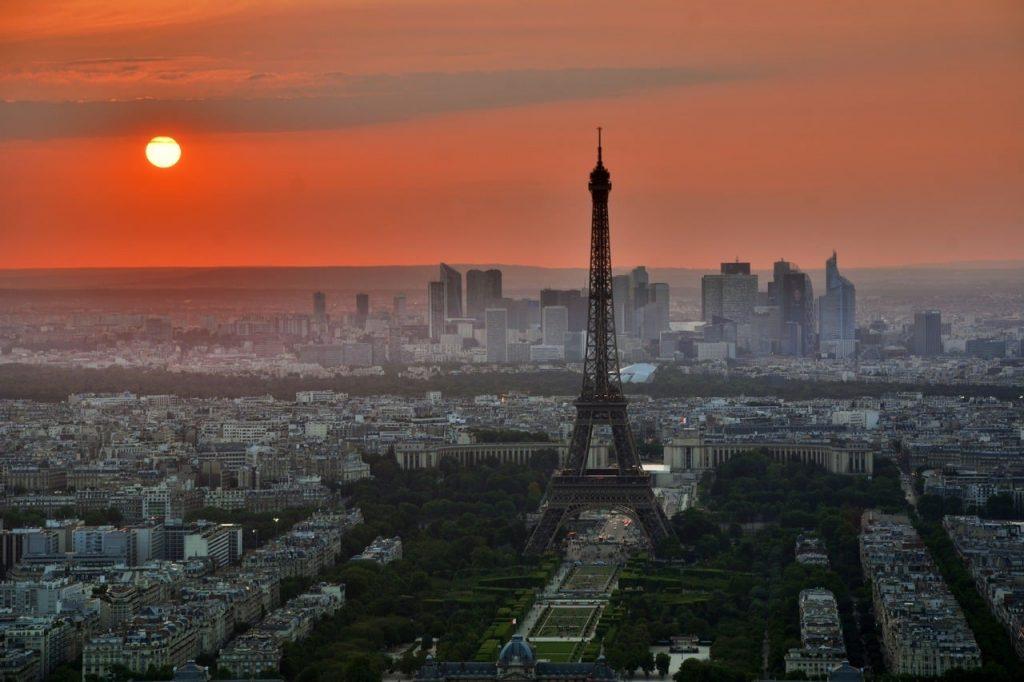 Louer ses bureaux à Lyon ou à Paris ? Entre les deux mon cœur balance…