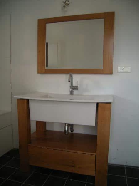 Meuble de salle de bain en pin, sur mesure