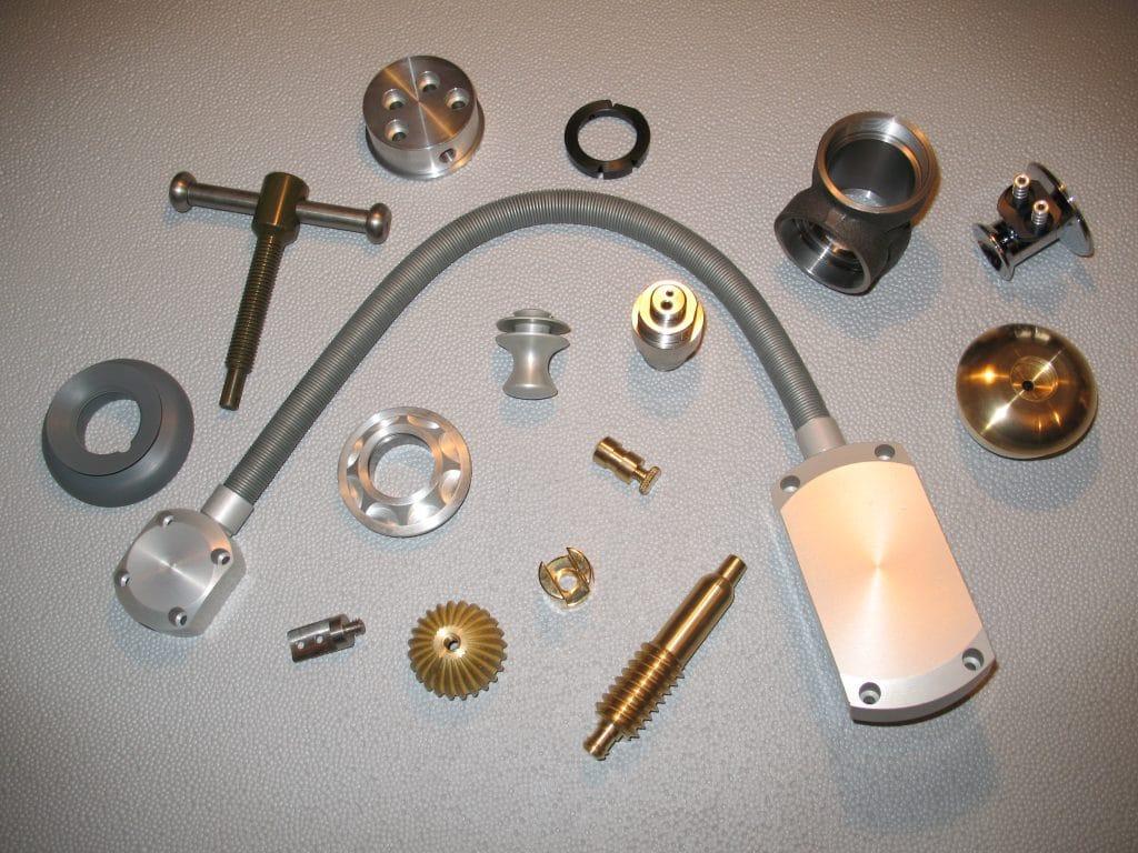 Micro mécanique, micro usinage de plastiques et de métaux pour pièces mini