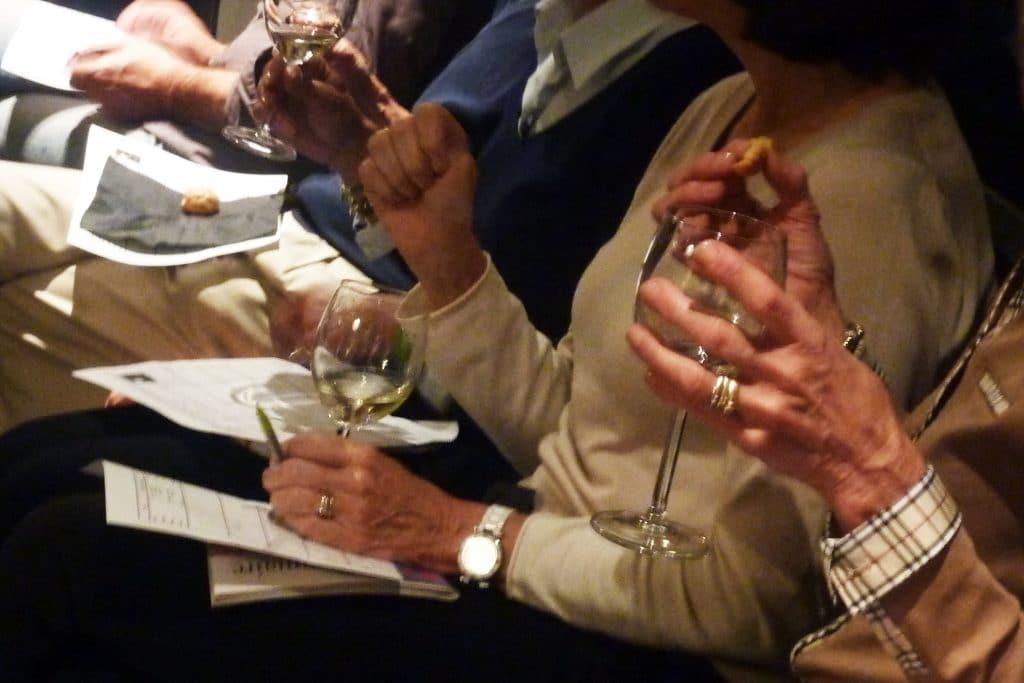 Pause oenologique, dégustation autour du vin lors d'un séminaire d'entreprise