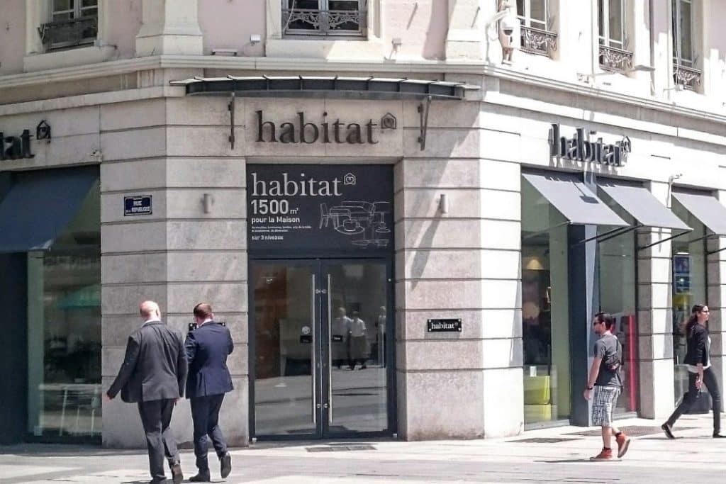 Habitat quitte la rue de la République à Lyon  et divise sa superficie par deux pour s'installer au Grand Hôtel-Dieu