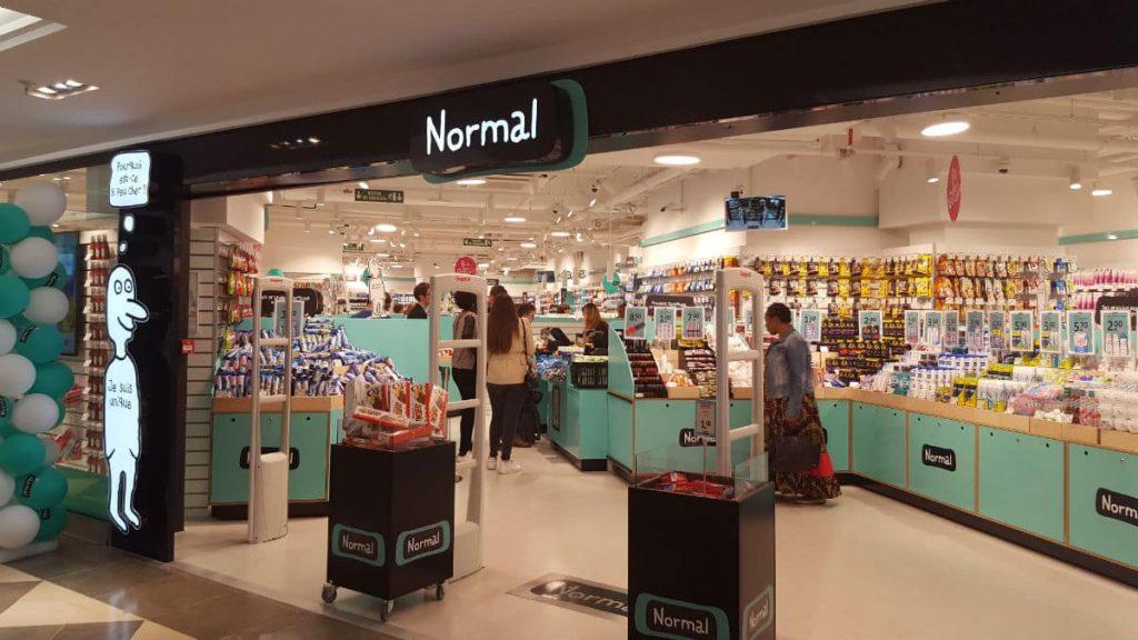 """Dans un marché très concurrentiel, une nouvelle enseigne à bas prix, """"Normal"""", d'origine danoise, ouvre simultanément  à la Confluence et à la Part-Dieu"""