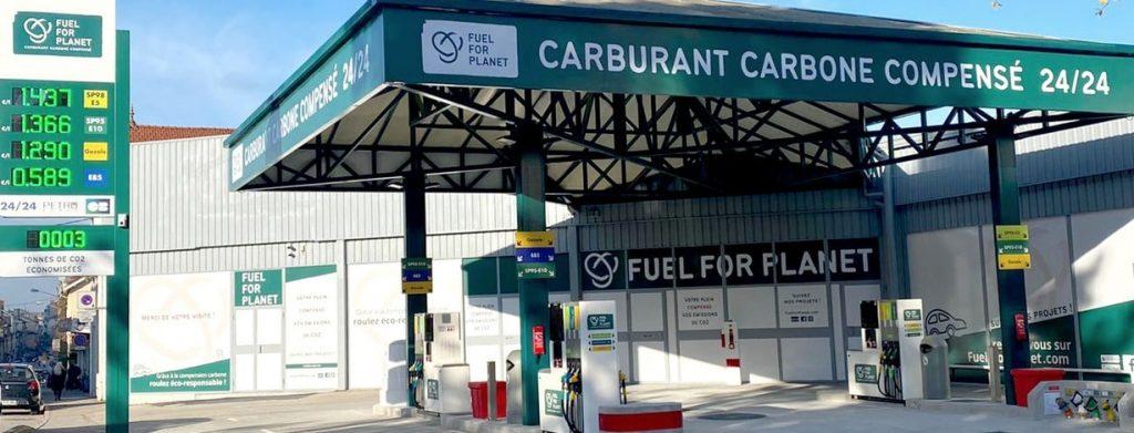 Ouverture à Bourgoin-Jallieu de la 1ère station-service 100 % carbone compensé d'Auvergne-Rhône-Alpes…