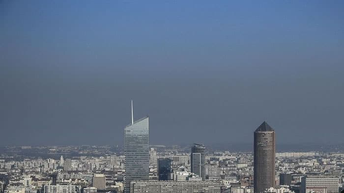 Pollution de l'air : les habitants d'Auvergne-Rhône-Alpes prêts à s'impliquer personnellement