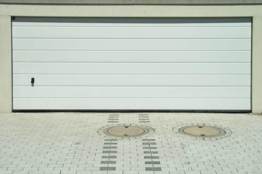 Comment améliorer la sécurité d'une porte de garage à Lyon ?