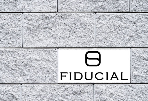 Pose de la première pierre de façade pour le nouveau bâtiment de FIDUCIAL à Lyon Vaise