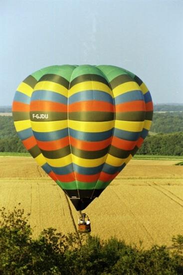Séminaires incentive dans le ciel : hélicoptère, parachute, montgolfière, parapente…
