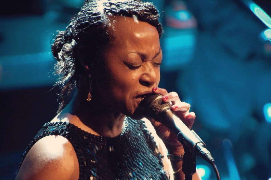 En concert au Gourmet Bar Sylvia Howard MERCREDI 4 DÉCEMBRE – 19 H 30