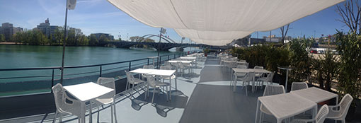 pont terrasse couverte du bateau bellona