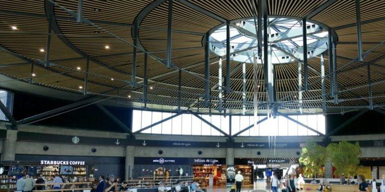 Lyon-Saint Exupéry et coronavirus : le récent Terminal 1 et les commerces fermés