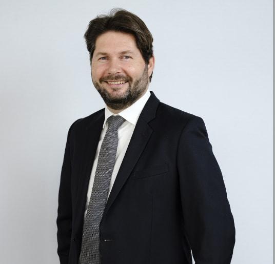 Un ex-emLyon, Christophe Martin nommé à la tête de l'activité commerciale camions en France de Volvo et Renault